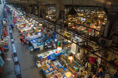 fischerei: Großmarkt Blick auf Noryangjin Fischerei (oder Noryangjin Fischmarkt) von oben in Seoul, Südkorea.