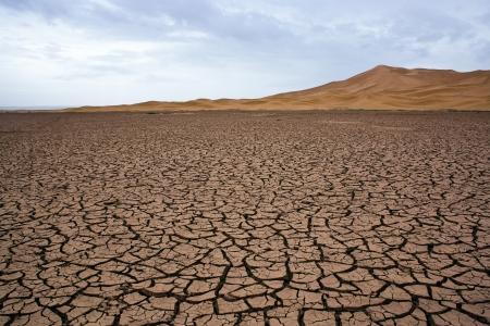 desierto del sahara: Lago seco en el Sahara en Marruecos Foto de archivo