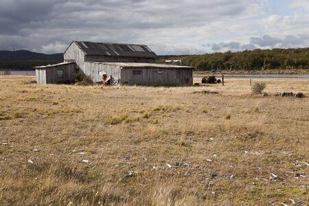 fuego: Abandoned farmhouse near fagnano lake, Tierra del fuego, Argentina
