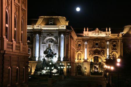 buda: Palais Royal de nuit point de vue. Colline de Buda, � Budapest, capitale hongroise. Fantastic amers.