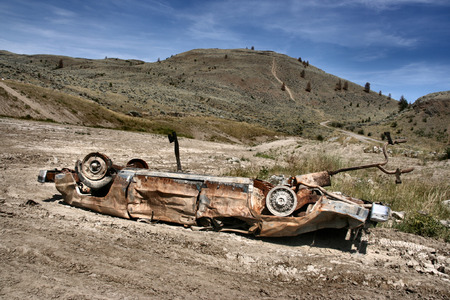 deteriorate: Crashed, rusty car in desert. Photo taken near Kamloops, British Columbia, Canada (North America).