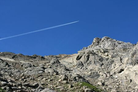 alpen: Airplane above Austrian Alps in Tirol. Lechtaler Alpen.