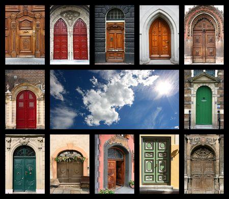 puertas antiguas: Colorida composici�n de la puerta y cielo azul - arquitectura collage. Las puertas de Rep�blica Checa, Francia, Suiza, Alemania y Pa�ses Bajos. Foto de archivo