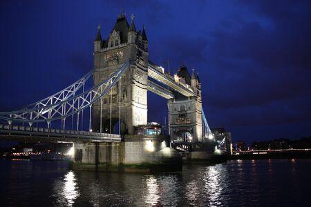 연합 왕국: Famous landmark - Tower Bridge in London, United Kingdom