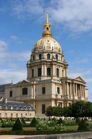 des: Palace des Invalides in Paris, France. Famous landmark.