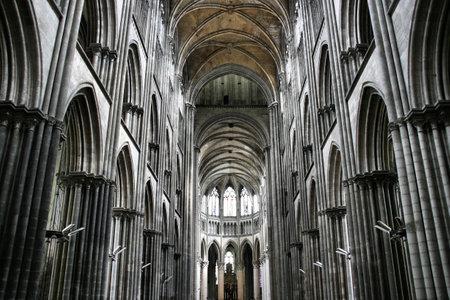 gigantesque: Gigantesque cath�drale gothique de Rouen, France. Beautiful int�rieur. �ditoriale