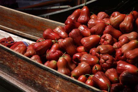 Famous Floating Market in Thailand. Damnoen Saduak near Bangkok. Rose apples also known as chomphu, bellfruit, jambu, makopa, tambis, chambekka, jamalac or zamalac. Latin name: Syzygium samarangense. Stock Photo - 4800412