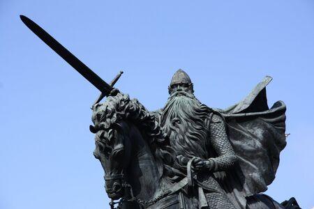 el: Famous historic hero of Spain: El Cid also known as Rodrigo (or Ruy) Diaz de Vivar. Statue in Burgos town.