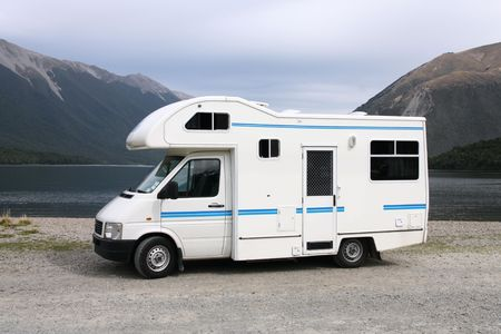 motorhome: Camper in Nelson Lakes National Park, Nuova Zelanda. Recreational Vehicle.