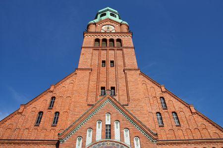 gory: Chiesa della Trasfigurazione di Bobrowniki, nel distretto di Tarnowskie Gory. Alta Slesia, Polonia. Bella architettura mattone.