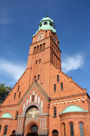 gory: Chiesa della Trasfigurazione in Bobrowniki, Distretto di Tarnowskie Gory. Alta Slesia, Polonia. Mattone bella architettura.  Archivio Fotografico