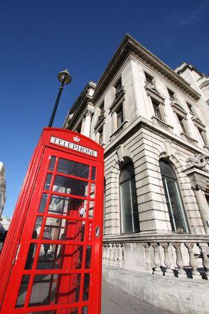 great britain: R�sum� Fish Eye View - typique de Londres cabine t�l�phonique rouge, symbole de la Grande-Bretagne.