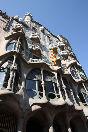 modernisme: Beautiful modernisme architecture by Antoni Gaudi - Casa Battlo in Illa de la Discordia part of Eixample district. Landmark of Barcelona, Catalonia, Spain. Early morning light highlights the curved shapes. Stock Photo