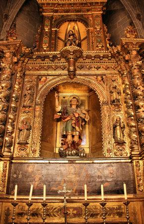 retablo: Capilla en la Catedral de Barcelona, dedicada a San Roque (arriba) y Saint Pancras (abajo)