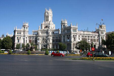 oficina antigua: Hermosa arquitectura en Madrid. Plaza de Cibeles. Palacio de telecomunicaciones - antigua Oficina de correos, sirviendo como el Ayuntamiento de la ciudad.
