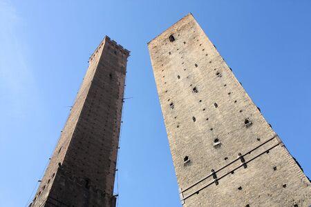 Famosos dos torres de Bolonia - estructuras de ladrillo medieval en Italia Foto de archivo - 6387962