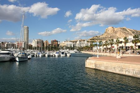 alicante: Marina yachts and motorboats in Alicante, Comunidad Valenciana, Spain. On the right: Saint Barbara Castle.