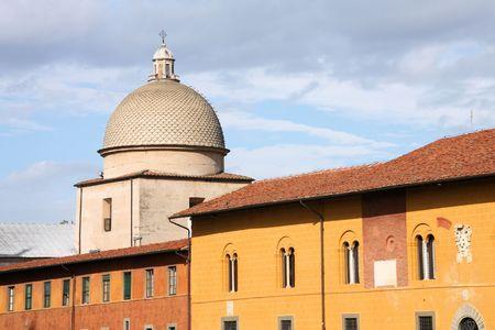 cappella: Cappella Dal Pozzo - capilla en Pisa, Italia. Antiguo c�pula de hito. Foto de archivo