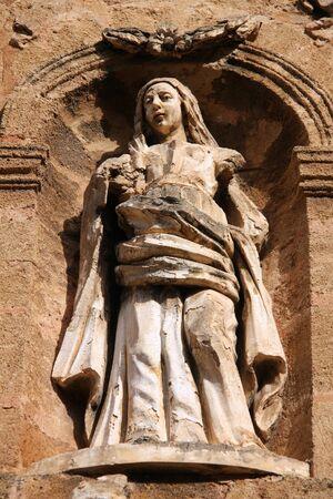 catena: Statue of Madonna (Virgin Mary) in Cefalu, Sicily. Facade of Santissima Maria della Catena o dellAddoloratella church.