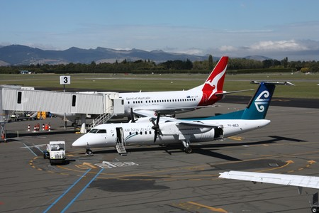 bombardier: CHRISTCHURCH, NZ - MARCH 18: Air New Zealand (Dash 8) and Qantas (Boeing 737) aircraft at Christchurch International Airport on March 18, 2009. The airlines compete for New Zealands domestic air travel market.