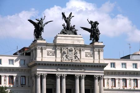 pesquero: Sede de Ministerio de agricultura, pesca y alimentaci�n de Espa�a, Madrid. Famosa escultura - la gloria y la Pegasi.