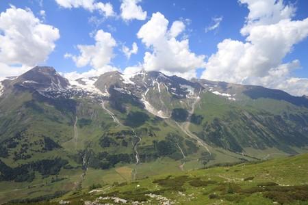 hohe tauern: Mountains in Austria. Hohe Tauern National Park, Glocknergruppe range of mountains. Mountain peaks: Glockerin, Grosser Baerenkopf and Grosses Wiesbachhorn.