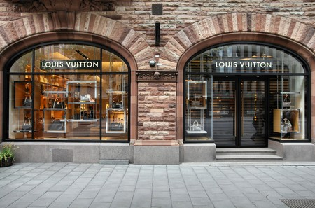 STOCKHOLM - MAY 31: Louis Vuitton store on May 31, 2010 in Stockholm. Forbes says that Louis Vouitton was the most powerful luxury brand in the world in 2008 with $19.4bn USD value. Stock Photo - 8076100
