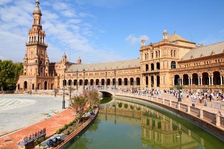 sevilla: Beroemde Plaza de Espana, Sevilla, Spanje. Oude mijl paal.