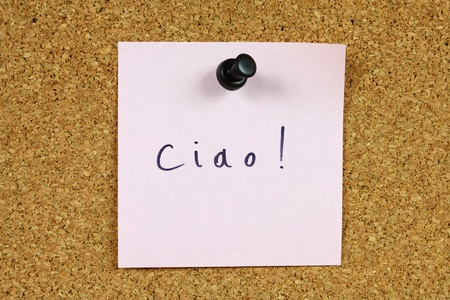 ciao: Pink sticky note pinned to an office notice board. Ciao - Italian language for hi and bye. Stock Photo