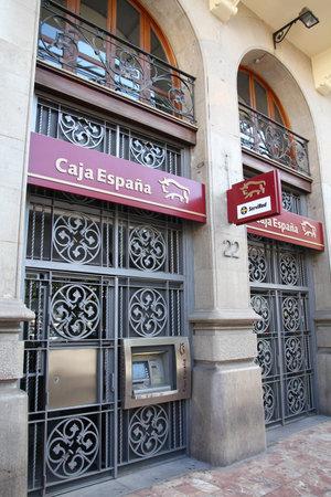 espana: VALENCIA - OCTOBER 10: Caja Espana bank branch on October 10, 2010 in Valencia, Spain. Caja Espana has market share of 18.5% in deposits in the region of Castilla-Leon.
