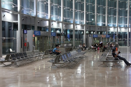 VALENCIA - OCTOBER 10: Airport interior on October 10, 2010 in Valencia, Spain. Valencia Airport had problems after a row over financial subsity for Ryanair. The airline recently reopened its base there. Stock Photo - 8577202