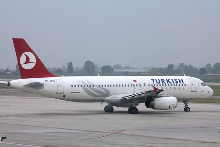 BOLOGNA - OCTOBER 16: Airbus A320 of Turkish Airlines on October 16, 2010 at Bologna International Airport. On March 8, 2011 Turkish placed an order for 10 new A321s.