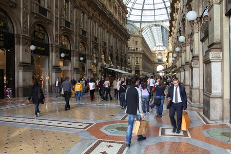 milánó: MILAN - OCTOBER 6: Vittorio Emmanuele II shopping gallery on October 7, 2010 in Milan, Italy. Inaugurated in 1865, the gallery claims to be the oldest shopping center worldwide.