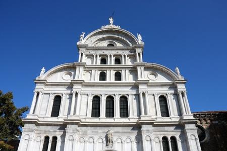 supposedly: Chiesa di San Zaccaria (San Zaccaria) - Chiesa di Venezia, dedicato al padre di Giovanni Battista, cui presumibilmente contiene il corpo. Miscela di stile gotico e rinascimentale.