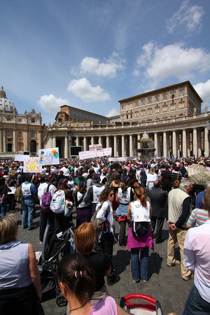 peters: ROME - MAY 9: Crowds of pilgrims gathered on May 9, 2010 at Saint Peters Square in Vatican. Thousands of people are praying together with Pope Benedict XVI on famous Sunday Angelus.