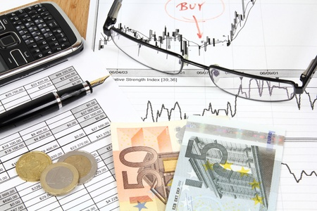 Business composition. Financial analysis - income statement, ink pen and Euro money. Stock Photo - 9583116