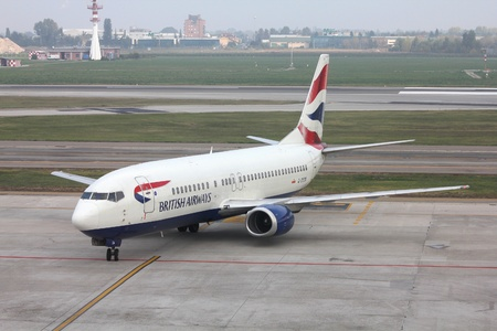 BOLOGNA - OCTOBER 16: Boeing 737 of British Airways on October 16, 2010 at Bologna International Airport, Italy. Although B737 is successful, British Airways is replacing its fleet with Airbus A320 family of aircraft. Stock Photo - 9541787