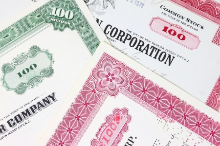 Börse Collectibles. Alte hat Aktien-Zertifikate aus den 1950er Jahren der 1970er Jahre (Vereinigte Staaten). Jahrgang Ganzsachen Objekte (veraltet). Standard-Bild