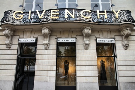 PARIS - JULY 20: Givenchy company headquarters and store on July 20, 2011 in Paris, France. Givenchy is a luxury brand owned by French conglomerate LVMH with $20.32bn EUR revenue for 2010. Stock Photo - 10339964