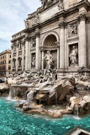 fontana: Fontana di Trevi a Roma. Uno dei pi� famosi punti di riferimento - Fontana di Trevi.