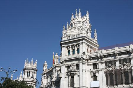 oficina antigua: Hermosa arquitectura en Madrid. Palacio de Telecomunicaciones - antiguo edificio de correos que sirve como ayuntamiento. Editorial