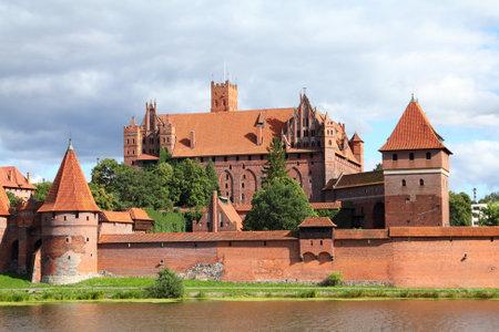 ufortyfikować: Zamek w Malborku w pomorskim regionie Polski. ListÄ™ Åšwiatowego Dziedzictwa UNESCO. Twierdza krzyżacki znany również jako Marienburg.