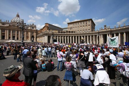 ROME - MAY 9: Crowds of pilgrims gathered on May 9, 2010 at Saint Peters Square in Vatican. Thousands of people are praying together with Pope Benedict XVI on famous Sunday Angelus.