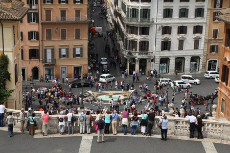 spagna: ROME - MAY 12: Tourists take photos of Spanish Square on May 12, 2010 in Rome, Italy. Piazza di Spagna with is one of the most iconic city squares in the world and one of Italys top tourism destinations. Editorial