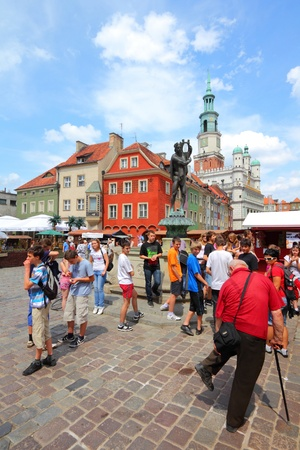 POZNAN, POLAND - JUNE 7: Tourists shop at the main square on June 7, 2011 in Poznan, Poland. With 1.7m visitors (2006 data) Poznan is the 3rd most visited city in Poland. Stock Photo - 11414246