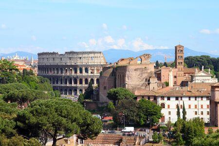 Roma, Italia - skyline con Colosseo