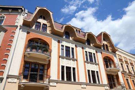 gory: Tarnowskie Gory, regione della Slesia in Polonia. Centro storico edifici residenziali lungo Krakowska strada.