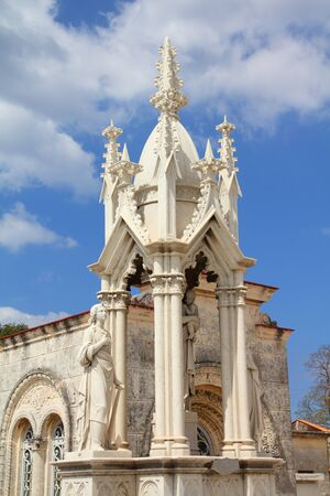 cristobal colon: Cuba - the main cemetery of Havana. Necropolis Cristobal Colon. Editorial