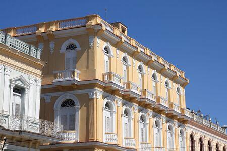 Sancti Spiritus, Cuba - architettura coloniale nella piazza della città Archivio Fotografico - 13055420