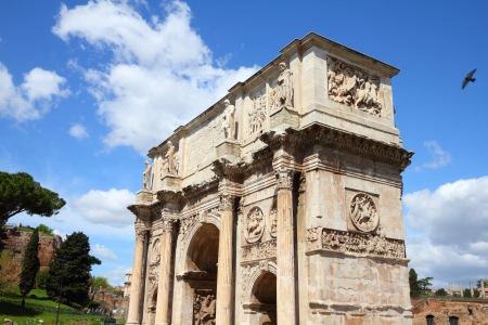 palatine: Italy - Rome. Famous triumphal arch - Arch of Constantine on Palatine Hill. Stock Photo